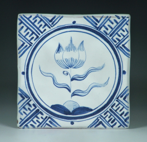 Tile, Delft, Tulip in Round