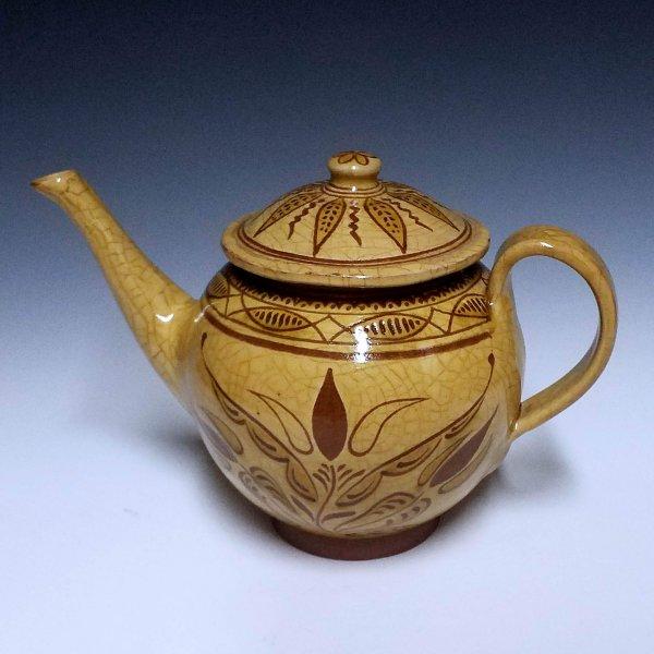 Teapot, sgraffito, 3 Tulips